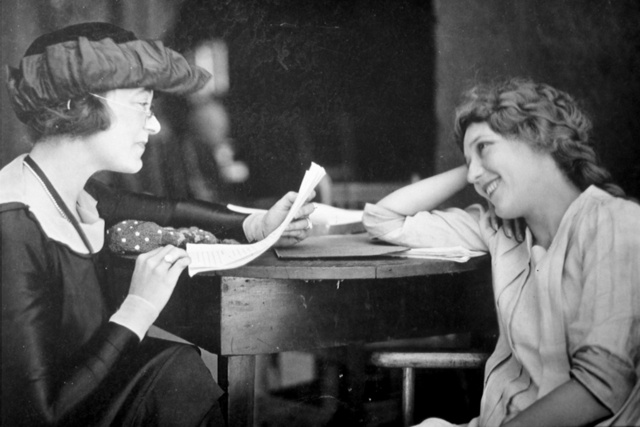 Frances Marion and Mary Pickford talk film scripts