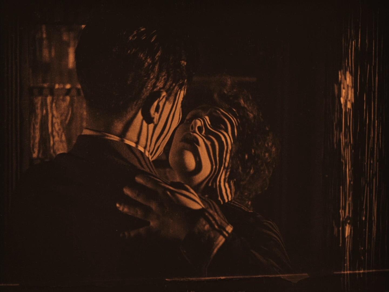 Ivor Novello and Annette Benson in Downhill (1927, dir. Alfred Hitchcock) Spanish Divisa Blu-ray screenshot