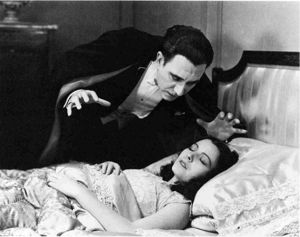 Drácula (Carlos Villarias) and Eva (Lupita Tovar) in the Spanish-language version of Dracula (1931)