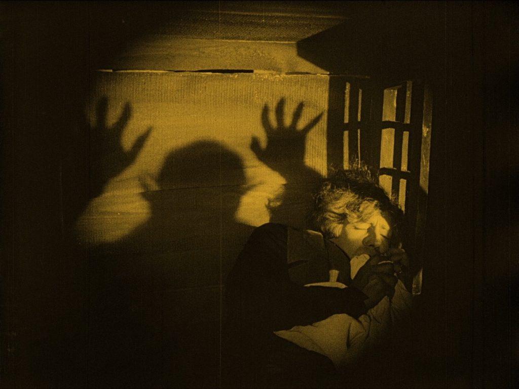 Gustav von Wangenheim gets the night terrors in Nosferatu (1922) UK Eureka/Masters of Cinema Blu-ray