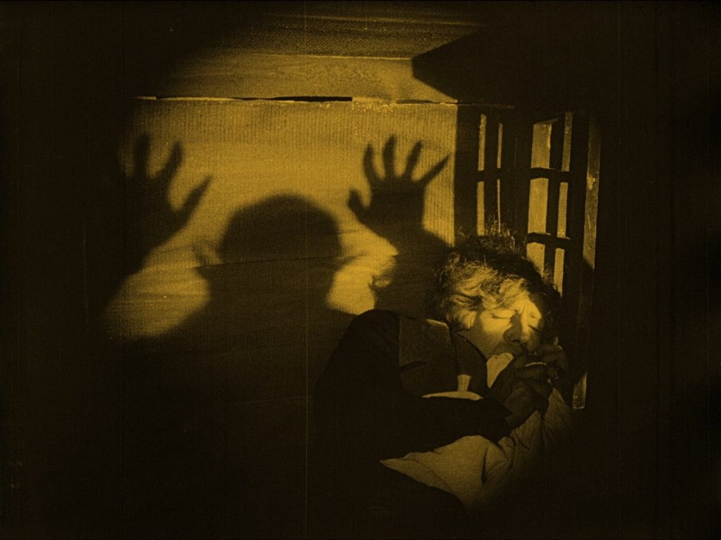 Gustav von Wangenheim gets the night terrors in Nosferatu (1922) UK Eureka/Masters of Cinema Blu-ray