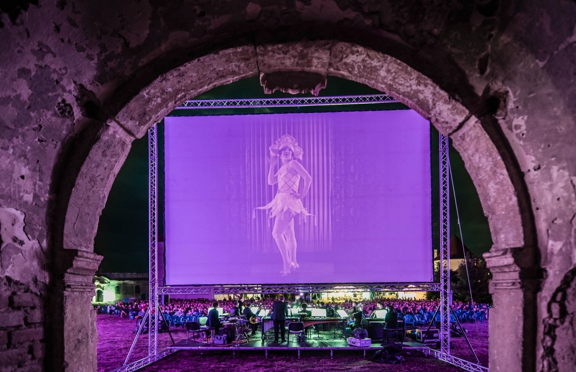 The Pleasure Garden (1925, dir. Alfred Hitchcock) screening at Bonțida Bánffy Castle, Romania, 26 May 2018