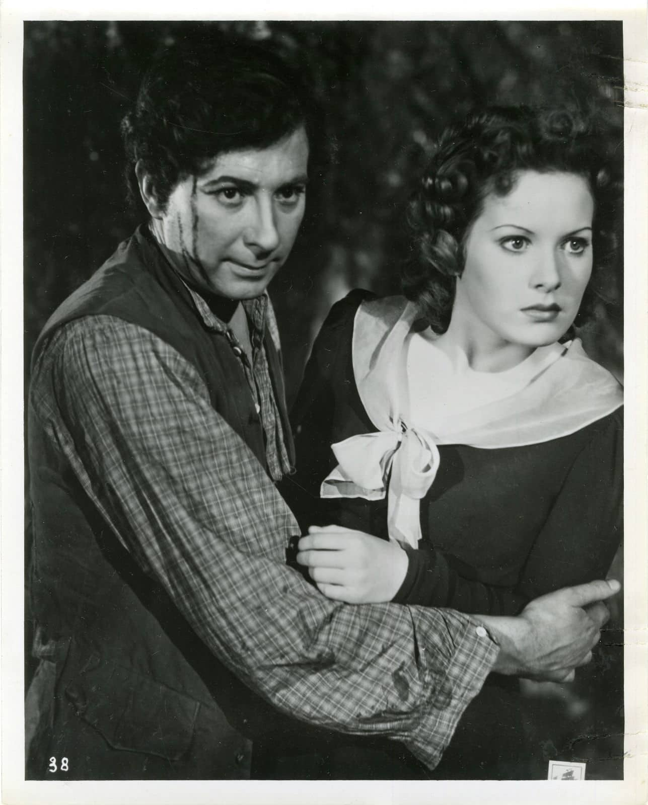 Robert Newton and Maureen O'Hara in Jamaica Inn (1939, dir. Alfred Hitchcock)
